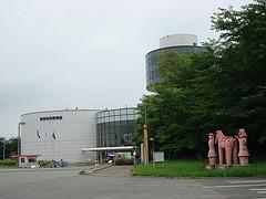 博物館を駐車場より望む