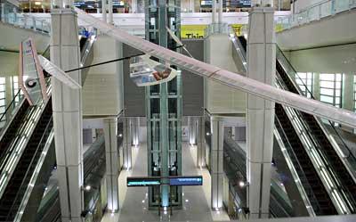 ワシントン・ダレス国際空港に展示された人力飛行機「ダイダロス87」