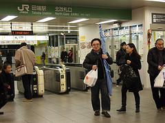 プロペラを持って田端駅に現れたMak