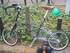 2007年の東京アースデイ自転車ライドのスタート地点にて、僕のMoulton APB