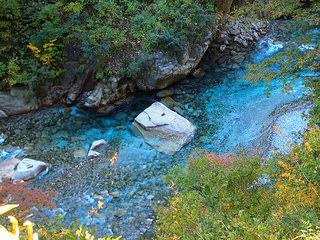とても美しい黒部川のブルー